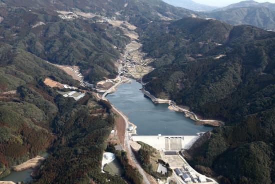 이데구치 강 댐 항공사진
