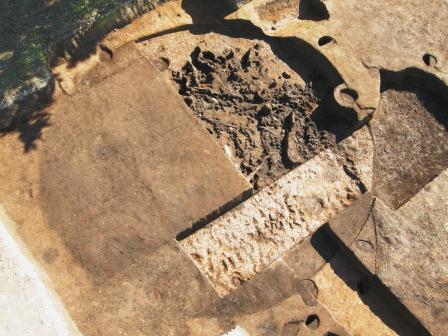 照片:烧毁住房遗迹