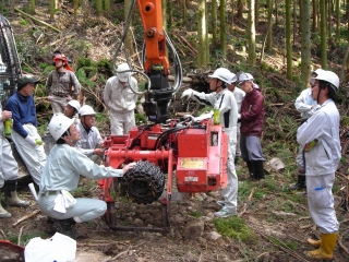 Photograph: The high efficiency forestry machine maintenance training