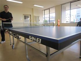 新的乒乓球桌