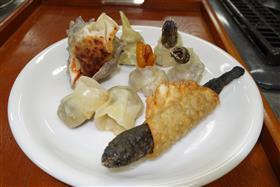 完成的稀少的鱼饺子
