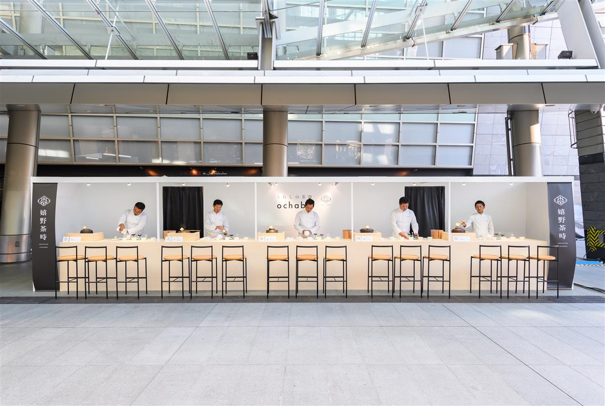 State that five masters of the tea ceremony line up and are made in booth